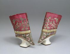 Title: Lotus Shoes Place of creation: China Date: century Material: silk, cardboard and plaster Inventory Number: Vintage Shoes, Vintage Outfits, Vintage Fashion, Costume Ethnique, Spike Heels, Chinese Clothing, Unique Shoes, China, Chinese Culture