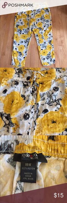 """Style & Co. Size 18W Yellow Flower Print Pant Great Condition! 100% Rayon. Very Light Weight and Comfortable - Has Pockets - Size 18W - These hit at the ankle (I am 5'7"""") Style & Co Pants Ankle & Cropped"""