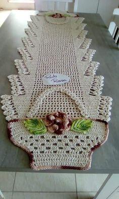 Resultado de imagem para tapete infruct croche salvabrani bena crochet crochet doilies e crochet table runner – Artofit Crochet Mat, Crochet Amigurumi, Crochet Doily Patterns, Crochet Squares, Crochet Home, Crochet Crafts, Crochet Doilies, Crochet Flowers, Crochet Projects
