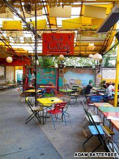 Hongarije-Budapest. Mexicaanse Ruin Bar aan de Kazinczy utca 48. Taco's en tortilla's!