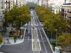 Redesign of the Passeig De St Joan Boulevard, Barcelona by architect Lola Domènech. Click image for full profile and visit the slowottawa.ca boards >> http://www.pinterest.com/slowottawa/