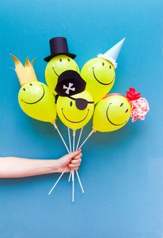 Mini Balloon Hats party balloon diy crafts craft ideas diy crafts do it yourself diy projects party decor crafty party ideas party decoration do it yourself crafts diy balloon ideas diy balloon crafts Balloon Crafts, Balloon Decorations Party, Balloon Ideas, Colorful Birthday Party, 4th Birthday Parties, Balloon Face, Diy And Crafts, Crafts For Kids, Mini Balloons