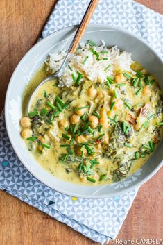 Curry d'Epinards & Pois Chiches - Food for LoveYou can find Abendessen rezepte and more on our website.Curry d'Epinards & Pois Chiches - Food for Love Curry Recipes, Veggie Recipes, Asian Recipes, Soup Recipes, Vegetarian Recipes, Dinner Recipes, Cooking Recipes, Healthy Recipes, Healthy Drinks