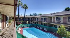 Studio City Courtyard Hotel Los Angeles Close to Highway 101, this motel offers comfortable guestrooms and convenient amenities just minutes from several Hollywood attractions including beaches, Rodeo Drive and Dodger Stadium. Studio City is 3.2 km away. Free parking is available.