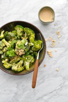 Avocado Toast, Sprouts, Vegetarian Recipes, Chou Kale, Vegan, Vegetables, Cooking, Breakfast, Simple