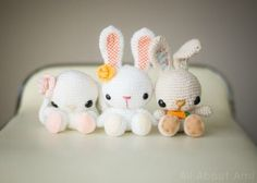 FREE amigurumi pattern to make these adorable Spring Bunnies!