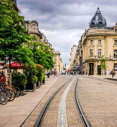City guide: les bonnes adresses à Reims Week End Entre Amis, Destinations D'europe, Week End En Amoureux, France Europe, Travel Memories, Guide, Luxury Travel, Disneyland, Places To Visit