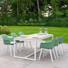 De Denver tuinset bestaat uit zes Denver tuinstoelen. Het frame bestaat uit lichtgewicht aluminium. Het tafelblad bestaat uit grijs treakhout. Teakhout splintert niet, is sterk en heeft een warme uitstraling. Denver, Outdoor Furniture Sets, Outdoor Decor, Doors, Home Decor, Products, Decoration Home, Room Decor, Home Interior Design