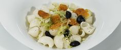 Pipe di Riso di Pasta con bottarga, olive nere e porri fritti. Ricetta senza glutine.