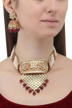 Anjali Jain presents Gold finish kundan and pearl string necklace set available only at Pernia's Pop Up Shop. White Gold Jewelry, Gold Jewellery, Jewellery Shops, Glass Jewelry, Jewelry Stores Near Me, Victorian Jewelry, Gold Bangles, Necklace Set, Layered Necklace