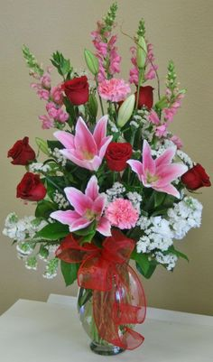 Flowers arrangements valentine vase 56 Ideas You are in the right place about fresh Flowers Arrangem Rosen Arrangements, Valentine's Day Flower Arrangements, Tropical Floral Arrangements, Flower Arrangement Designs, Valentine Bouquet, Valentines Flowers, Deco Floral, Amazing Flowers, Diy