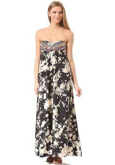Mit dem Sweep Me To The Sea Dress haben die Macher von BILLABONG ein richtig tolles trägerloses Kleid entworfen, mit dem Du garantiert eine hervorragende Figur abgeben wirst. Das eingewebte Muster und die Verzierungen auf der Brust sorgen dabei für das gewisse Etwas. Hier gibt es wirklich nichts zu meckern! Features: Regular Fit, Trägerloses Kleid, Ziernähte, Eingewebtes Muster, Logopatch, Bequ...