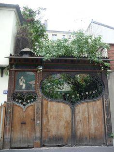 Paris secret, Paris côté jardin. portail du numéro 19 de la Cité Bauer, Paris 14e