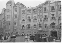 Jugendtyylinen rakennus Sailor's Home Katajanokalla oli tarkoitettu merimiesten majapaikaksi. Miina- ja palopommit tuhosivat rakennuksen yläkerroksen 7.2.1944. SA-kuva.   Helsinki ennen ja nyt - Ilmatorjuntasäätiö