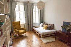 Superschönes Altbauzimmer mit schönem Palettenbett. #diy #europaletten #paletten #möbel #selfmade #selbstgemacht #einrichtung #decor