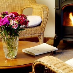 Relax en el salón Floor Chair, Relax, Flooring, Furniture, Home Decor, Homemade Home Decor, Hardwood Floor, Home Furnishings, Interior Design