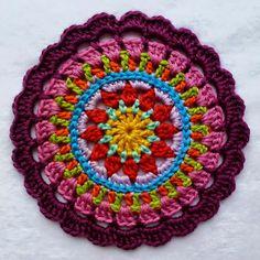 Crochet ~ Mandela - link to free pattern Crochet Mandala Pattern, Crochet Circles, Crochet Motifs, Crochet Squares, Crochet Doilies, Crochet Flowers, Crochet Patterns, Crochet Home, Love Crochet