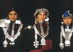Mapuche Native Indian women from Chile Patagonia, Argentine, Tribal Dress, Tribal Jewelry, Silver Jewelry, Boho, World Cultures, People Around The World, Traditional Dresses