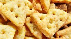 Sajtos kréker - Sós sütik Apple Pie, Cookies, Desserts, Food Ideas, Drink, Facebook, Crack Crackers, Tailgate Desserts, Deserts