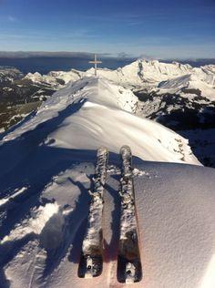 Un petit tour en ski de rando ce matin pour bien commencer la journée #ski #laclusaz
