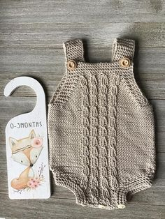 Baby Girl Cardigans, Unisex Baby, Crochet Baby Shoes, Baby Skin, Baby Costumes, Baby Kids Clothes, Kids And Parenting, Baby Knitting, Rompers