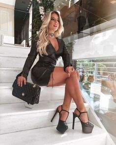 Mode Outfits, Girl Outfits, Fashion Outfits, Beautiful Legs, Gorgeous Women, Beautiful Clothes, Frauen In High Heels, Femmes Les Plus Sexy, Sexy Legs And Heels