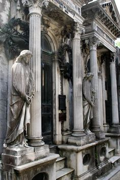 The gothic splendor of Recoleta cemetary