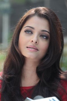 Aishwarya Rai Bachchan Celebrates Her Birthday Photos - Cinebuzz Aishwarya Rai Young, Aishwarya Rai Pictures, Aishwarya Rai Photo, Actress Aishwarya Rai, Aishwarya Rai Bachchan, Bollywood Actress, World Most Beautiful Woman, Beautiful Girl Image, Gorgeous Women