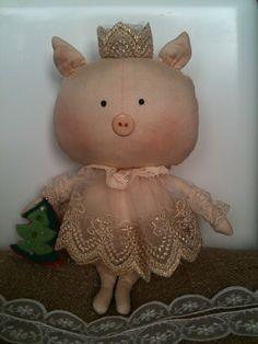 Моя новогодняя Свинка Фрося-принцесса:)) Pig Crafts, Sewing Crafts, Sewing Projects, Fabric Dolls, Paper Dolls, Tilda Toy, Pig Art, Cute Piggies, Crafts For Seniors