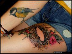 Тату Татуировка гнезда на женской ноге