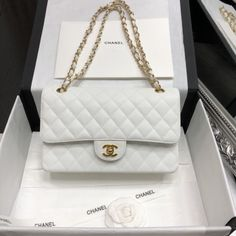 There are lots of luxury and well designed Chanel bags in the stores this season. I mean, who doesn't like a Chanel bag? Burberry Handbags, Chanel Handbags, Fashion Handbags, Tote Handbags, Purses And Handbags, Cheap Handbags, Cheap Purses, Cheap Bags, Wholesale Handbags