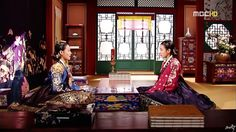 Dong Yi(Hangul:동이;hanja:同伊) is a 2010 South Korean historical television drama series, starringHan Hyo-joo,Ji Jin-hee,Lee So-yeonand Bae Soo-bin.About the love story betweenKing Sukjong, it aired onMBC.  인현왕후와 숙의최씨