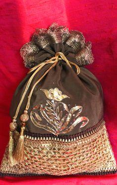 gota and badla work potli! Ethnic Bag, Indian Ethnic, Sharara Designs, Trousseau Packing, Potli Bags, Fabric Wallet, Wedding Bag, Art Bag, Boho Bags