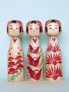 Togatta kokeshi dolls trio by Onuma Shoji Doll Japan, Kokeshi Dolls, Red Pattern, Japan Art, Art Dolls, Japanese, Traditional, Christmas Ornaments, Holiday Decor