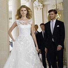 Explore our Wedding Dresses and feel Unique: One bride, One shape, One Unique dress. Discover our Cocktail Gowns from Pronovias. Pronovias Wedding Dress, Wedding Gowns, Bridal Dresses 2015, Kirchen, Bridal Looks, Bridal Style, Elie Saab, Wedding Styles, Wedding Ideas