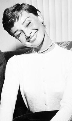The actrees #AudreyHepburn, great smile. gatabella on old portrait     #Actress ...