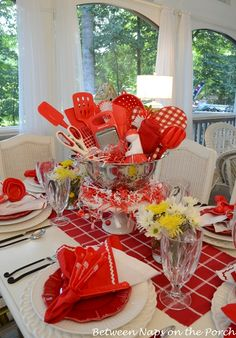 New Wedding Centerpieces Red Diy Bridal Shower Ideas Red Bridal Showers, Simple Bridal Shower, Bridal Shower Tables, Bridal Shower Centerpieces, Simple Centerpieces, Bridal Shower Rustic, Bridal Shower Gifts, Centerpiece Ideas, Kitchen Shower