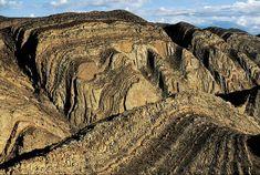 YannArthusBertrand2.org - Fond d écran gratuit à télécharger || Download free wallpaper - Montagnes dans Brandberg West, Région du Damaraland, Namibie (21°10' S - 14°33' E).