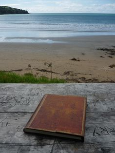 Marinne sent us this #PaperblanksTraveler photo from her trip to Waiheke Island, Auckland, New Zealand. It depicts her Paperblanks Schiller, Letter to Goethe journal.