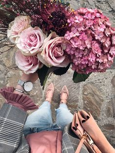 From where I stand Herbst Outfit mit Jeans, Blazer, Bluse und Daniel Wellington Classic Petite, Purple Flower Bouquet, Beautiful Bouquet Of Flowers, Dark Flowers, Happy Flowers, Romantic Flowers, Tulips Flowers, Simple Flowers, Pretty Flowers, Birthday Wishes Flowers