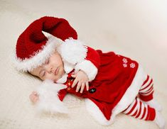 HD wallpapers of cute babies dressed in Christmas outfit and beautiful smile in faces wishing a Merry Christmas. Lovely new born baby Christmas photoshoot images in high quality and printable in full size without any watermark. Newborn Christmas Outfits Girl, Kids Christmas Outfits, Baby Christmas Photos, Newborn Outfits, Baby Boy Outfits, Kids Outfits, Christmas Clothes, Christmas Child, Christmas Fashion