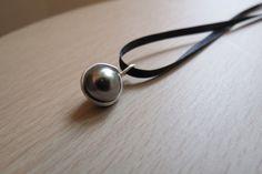 Perle Noir Pendant