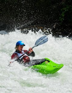 Kayak or canoe sport or a professional; there are several things that you should consider when buying a kayak or a canoe. Captivating Tips for Buying a Kayak or a Canoe Ideas. Kayak Camping, Kayak Fishing, Saltwater Fishing, Fishing Tips, Fishing Boats, Whitewater Kayaking, Canoeing, Mount Everest, White Water Kayak