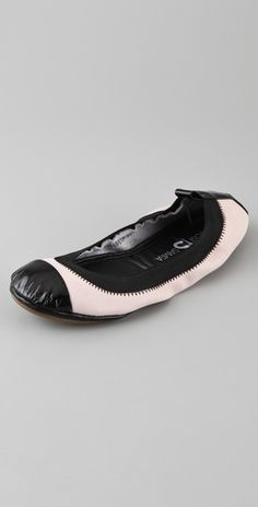 Ballet Flats by Yosi Samra: Fold up leather flats with a pull tab, rubber sole and a drawstring pouch. These look very friendly. $62 #Shoes _Ballet_Flats #Yosi_Samra