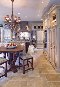 Traditional country kitchens are a design option that is often referred to as being timeless. Over the years, many people have found a traditional country kitchen design is just what they desire so they feel more at home in their kitchen. Country French, French Country Kitchens, French Kitchen, Country Style, Country Blue, Kitchen Tile, Kitchen Flooring, Kitchen Decor, Kitchen Cabinetry