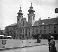 Széchenyi tér, Loyolai Szent Ignác bencés templom. Budapest, Old Photos, Louvre, Building, Travel, Construction, Voyage, Trips, Old Pictures