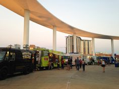 Trailer Food Tuesday is a monthly collection of food trucks outside the Long Center. | http://austinitetips.com
