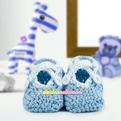 Come fare scarpine all'uncinetto modello ballerine Lana, Diy And Crafts, Baby Shoes, Slippers, Clothes, Fashion, Loafers & Slip Ons, Shoes, Crochet Clothes