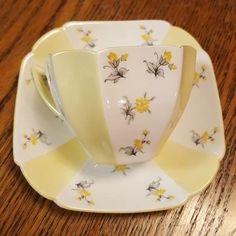 Shelley Queen Anne Alternate Buttercup & White Tea Cup and Saucer Set White Tea Cups, Yellow Cups, Vintage Tableware, Vintage Dishes, Cup And Saucer Set, Tea Cup Saucer, Tea For One, China Cups And Saucers, How To Make Tea