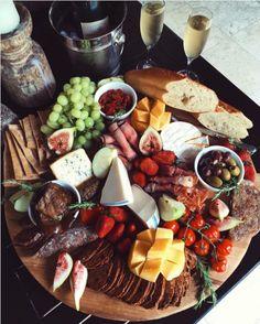 Varié et bien garni - 10 idées de plateau de charcuteries et fromages
